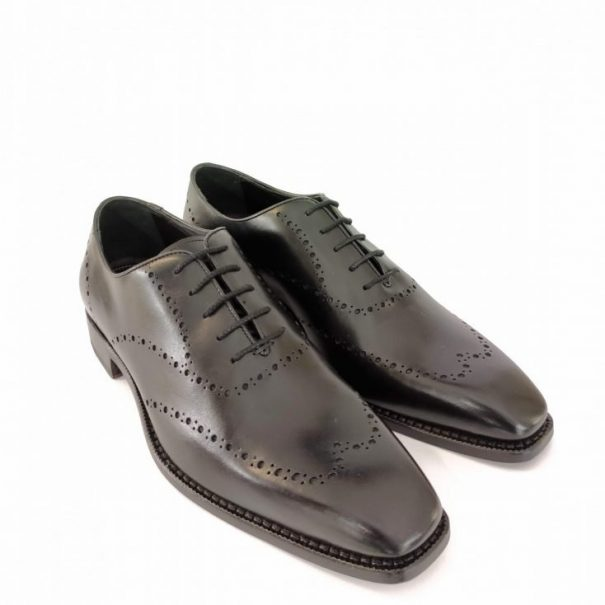 0251 Oxford with brogue detailing